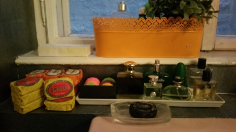 Bath tube corner with soaps and perfumes