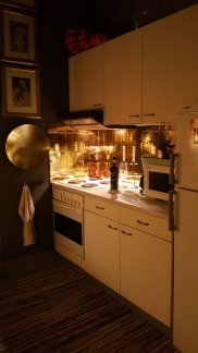 Cool kitchen grey & gold walls