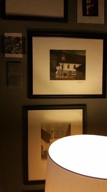 Grey walls & lamp