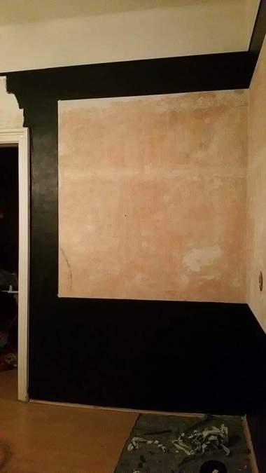 Living room framing the walls with black gamanacasa