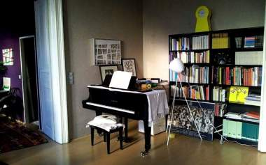 Living room piano corner old gamanacasa