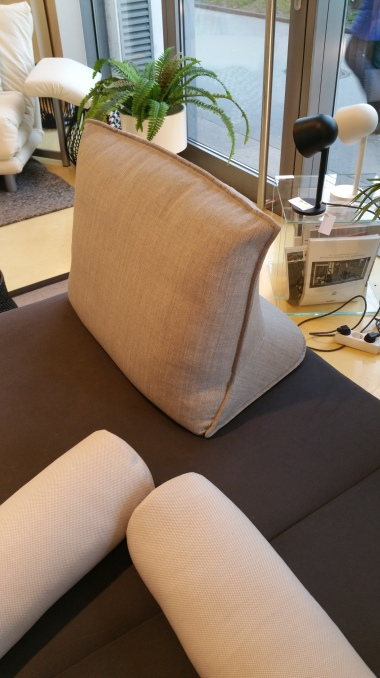 Pillow_by_Ligne_Roset_gamanacasa[1]