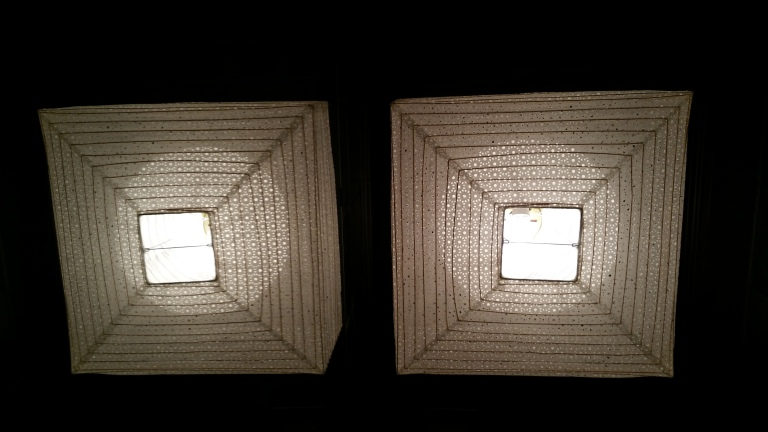 Restroom ceiling with lamp and mirror gamanacasa