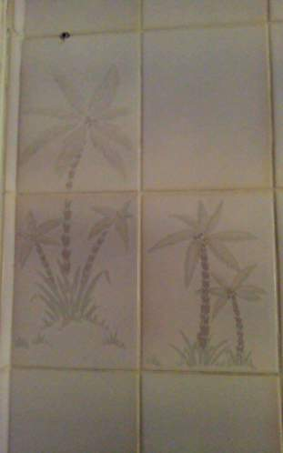 Tiles with palms gamanacasa