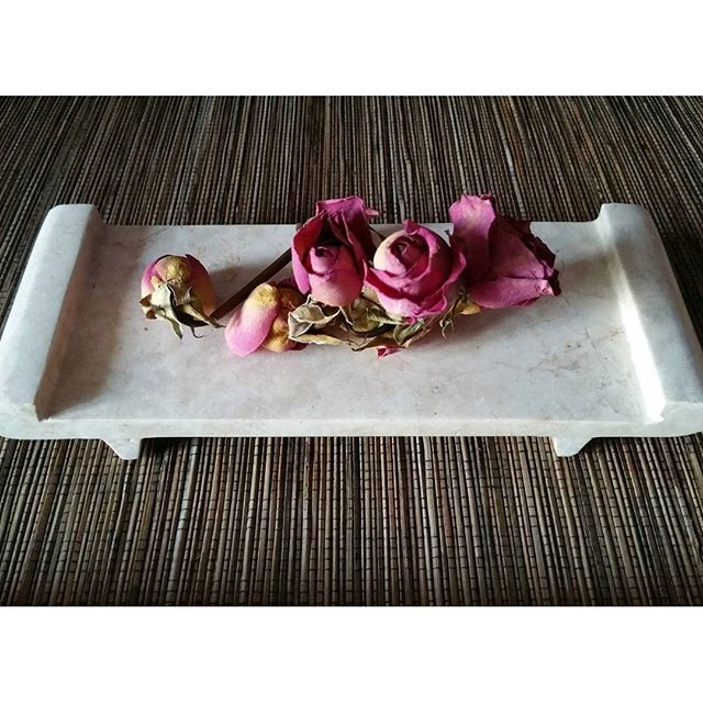 gamanacasa tray and roses