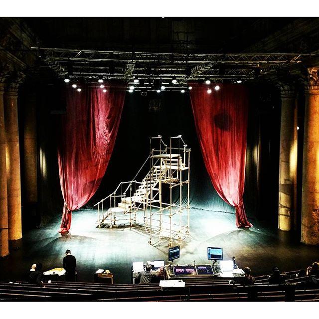 gamanacasa odeon theatre premiere  3