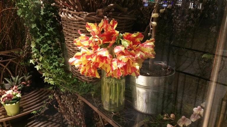 Gamanacasa spring flowers vienna interior