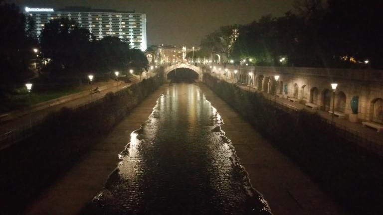 Gamanacasa vienna park night water stadtpark