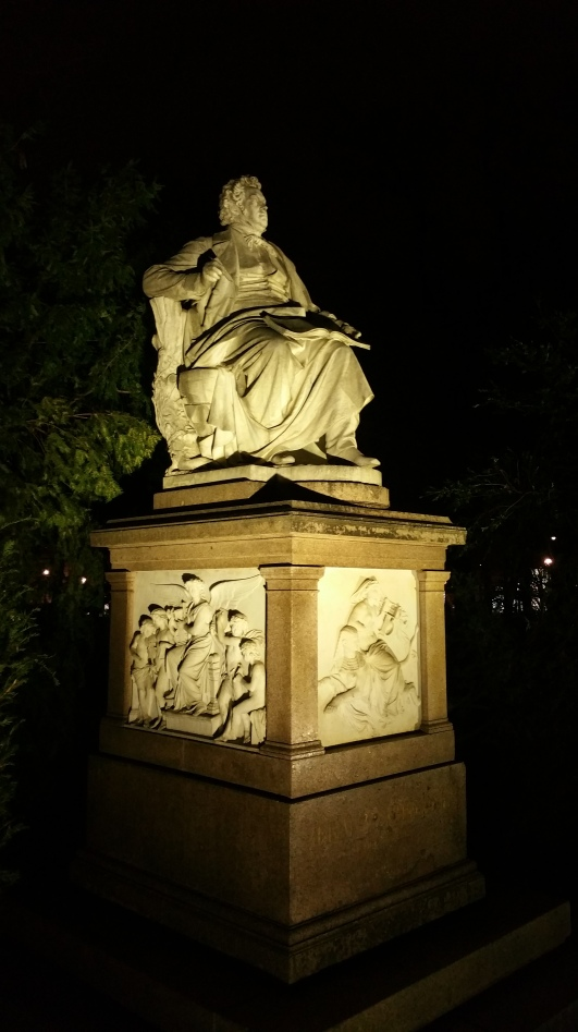 Gamanacasa vienna schubert park night monument