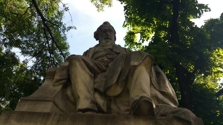 Gamanacasa vienna brahms hommage statue 2