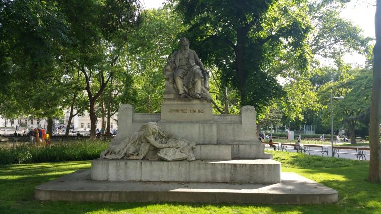 Gamanacasa vienna brahms hommage statue