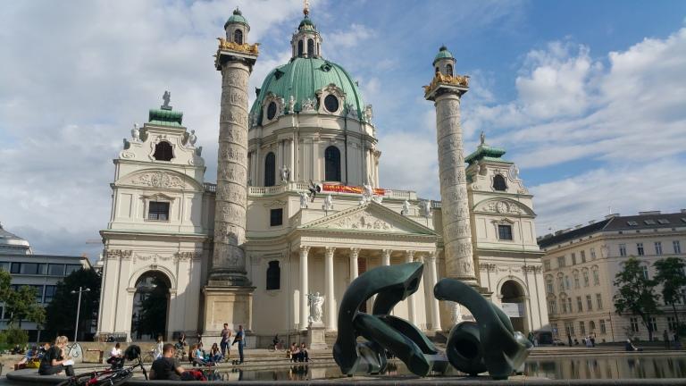 Gamanacasa vienna karlsplatz church