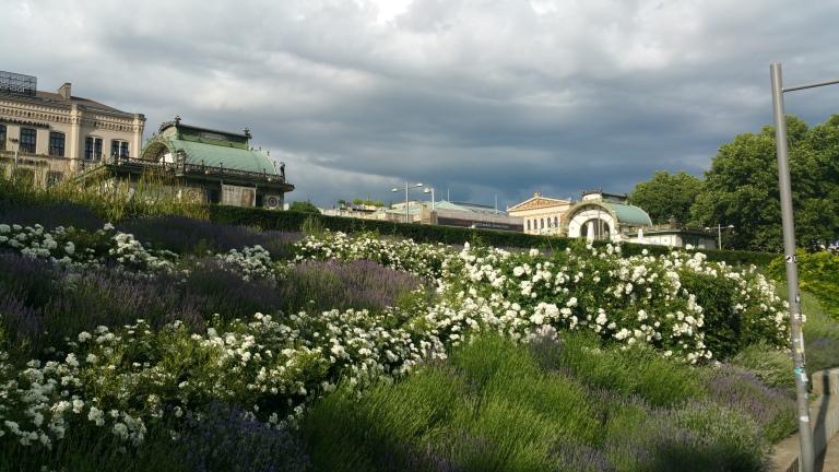 Gamanacasa vienna karlsplatz tube garden