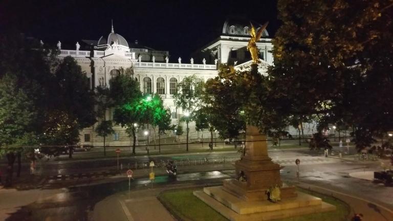 Gamanacasa vienna university by night