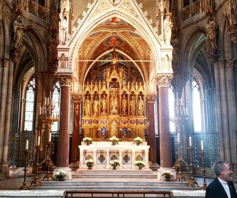 gamanacasa vienna votivkirche sunlight 2